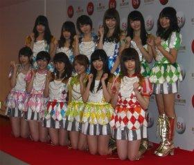 AKB48は「恋するフォーチュンクッキー」と「ヘビーローテーション」をメドレーで歌う