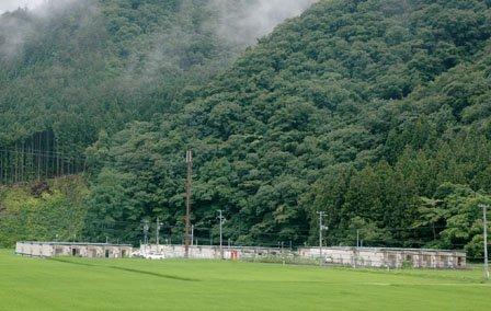 仮設団地は山あいに点在する=2013年7月27日、大槌町