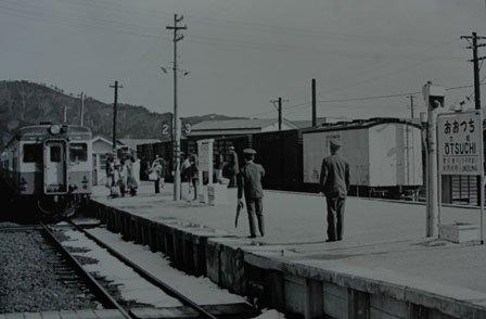 大槌駅のプラットフォーム=1972(昭和47)年、福田静二氏撮影