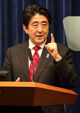 小説の中で暗殺された安倍首相(14年3月編集部撮影)
