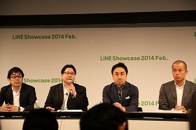 LINEの出澤剛COO(右から2人目)と舛田淳CSMO(同3人目)