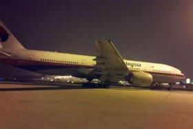 中国版ツイッター「微博」に投稿されていた写真。消息を絶ったマレーシア航空機は2012年に主翼が欠ける接触事故を起こしていた