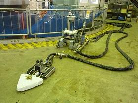 2号機の原子炉建屋ではロボットを使った除染も始まった(東京電力撮影)