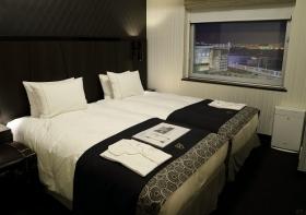 9月にはホテルもオープンする(写真はモデルルーム)。高層階からは駐機場も見えるようになる
