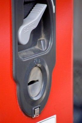 自動販売機は「100円」のキリのよさが売り物だったが…(写真はイメージ)