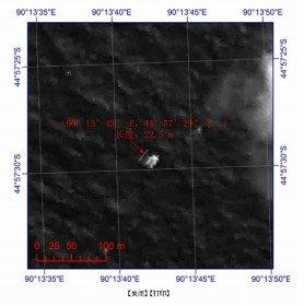 中国当局が発表した衛星写真。発見された物体は長さ約22メートル、幅約13メートルある