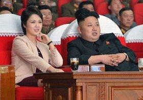 3月22日には夫婦そろって「モランボン楽団」の公演を楽しんだ。写真は国営朝鮮中央通信が配信した