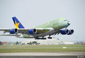 初飛行に成功したエアバスA380機(エアバス社提供)