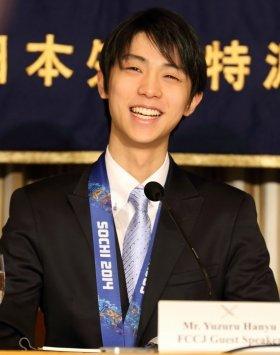 日本外国特派員協会で会見する羽生結弦選手。終始笑顔を見せていた