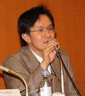 調査委員長として小保方氏の「研究不正」について説明する石井俊輔・理研上席研究員