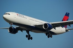事件は関空発ホノルル行きのデルタ航空機内で起きた(写真は同型機)