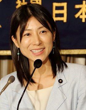 特派員協会で会見する塩村文夏都議 (6月24日撮影)