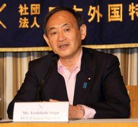 日本外国特派員協会で講演する菅義偉官房長官