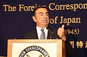 日本外国特派員協会で会見する日産自動車のカルロス・ゴーン社長兼最高経営責任者(CEO)