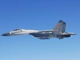 自衛隊機に異常接近した中国軍のSU(スホーイ)27戦闘機(防衛省撮影)