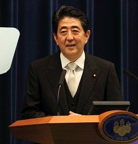 第2次改造内閣発足後初の会見に臨む安倍晋三首相