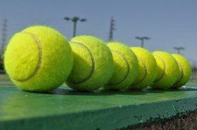 テニスが結びつけた、2人の「熱い絆」(画像はイメージ)