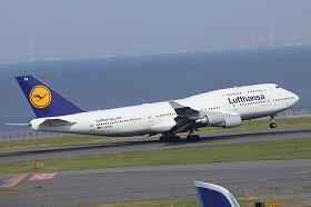 日本とヨーロッパを結ぶ便はシベリア上空を通過する(写真はルフトハンザ航空のボーイング747-400型機)