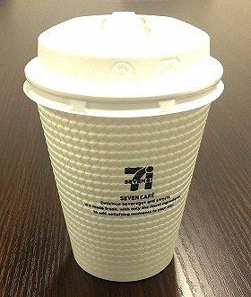 コンビニ「いれたてコーヒー」がマックを襲う(画像は「セブンカフェ」のホットコーヒーレギュラーサイズ)