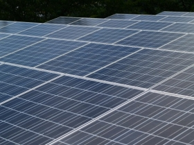 太陽光発電が増えると、大規模停電の可能性が高まる?(写真は、イメージ)