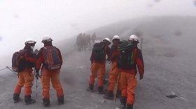 火山灰に首まで埋まり、高山病を発症 御嶽山捜索「打ち切るべき」と二次災害危惧する声