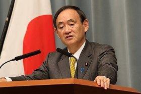菅官房長官は出国禁止措置延長を「人道上大きな問題がある」と強く非難した(2014年10月3日撮影)