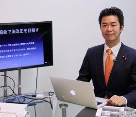 ネット番組「テラポリ」でインタビューに答えた井坂議員