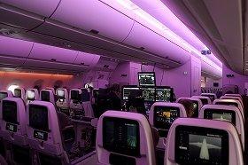 機内の照明はすべてLEDで、最大1670万色を出すことができる
