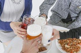 忘年会が「百薬」となるか「百害」となるかは酒量次第