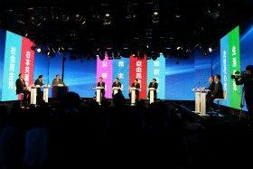 討論は挙手して指名された人が1分間話すスタイルで行われた