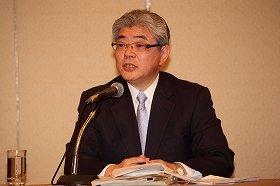 第三者委員会の報告書を受け会見する朝日新聞社の渡辺雅隆社長