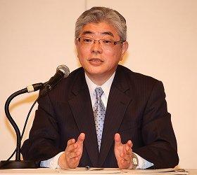 「行動計画」を発表する朝日新聞社の渡辺雅隆社長