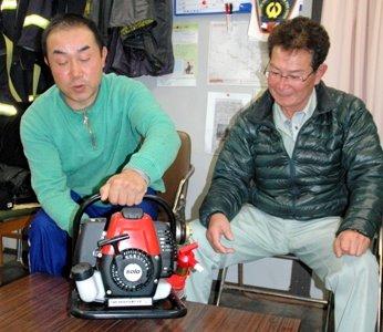「安渡富士号」と名付けられた小型消防ポンプ=2012年3月3日、町消防団第2分団仮屯所