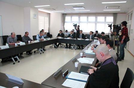 実行委員会はプロジェクトの進行に合わせ折に触れて開かれます=2014年5月30日、大槌町役場