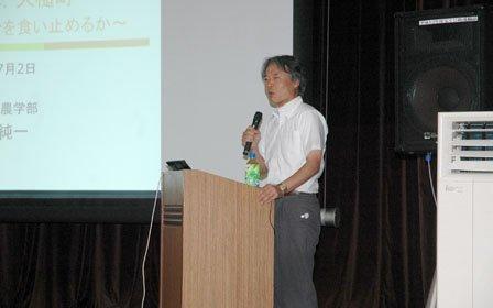 町役場の職員を対象に開かれた広田純一岩手大学教授の講演会=2014年7月2日、大槌町役場