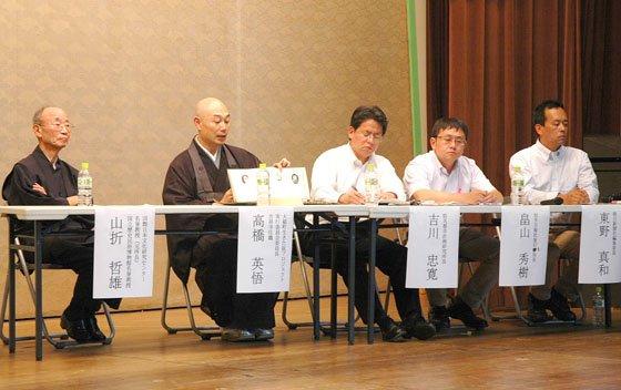 生きた証プロジェクトについて論議するパネラー=2014年9月6日、大槌町中央公民館