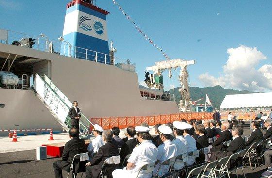 着岸した岸壁で開かれた入港・着岸式=2014年9月14日、大槌港