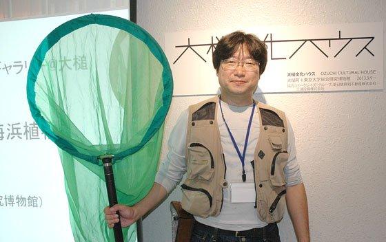 展示会を企画した矢後勝也さん=2014年10月4日、大槌町中央公民館