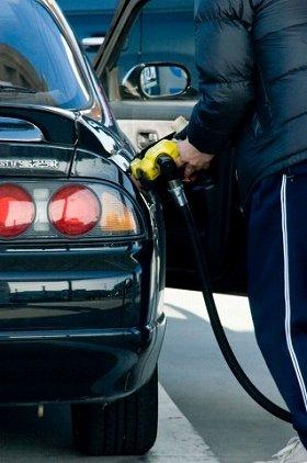 原油安で、ガソリン価格は半年前の半値以下の水準に...(画像は、イメージ)