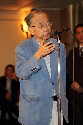 日本外国特派員協会で舛添要一都知事に質問する長谷川洋三さん(2014年7月撮影)