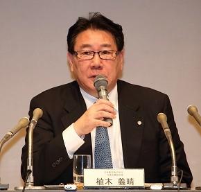 定例会見に臨む日本航空(JAL)の植木義晴社長