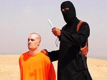 オレンジ色の服を着せられた人質
