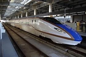 北陸新幹線を走る「E7系・W7系」。12両編成で、一度に934人を運べる