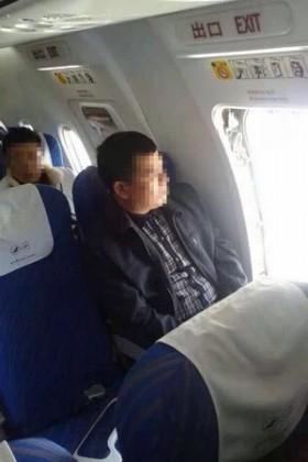 中国の航空関係の掲示板では、現場写真とみられる写真も投稿された