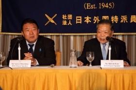 「朝日新聞を糺(ただ)す国民会議」代表呼びかけ人の加瀬英明氏(右)と事務局長の水島総氏(左)