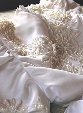 紗栄子さん本人がデザインしたウエディングコレクションの1着をアレンジして着用(画像はイメージ)