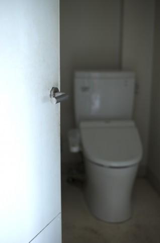 「トイレが臭い」と夫を刺した妻 「消臭スプレー使え」「神経質すぎる」と議論が