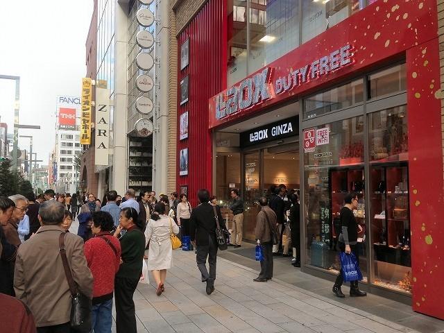 旅費をかけても、日本に来て買うほうが安い! 1年で支出が倍、中国人の「爆買い」の背景