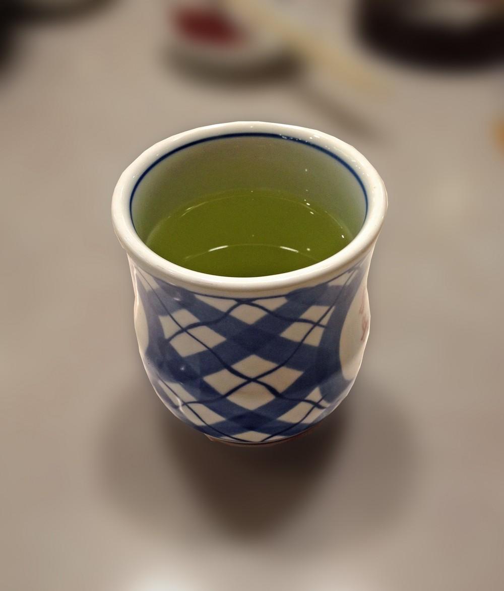 取引先で出されたお茶、飲んではいけない? ネットで議論、専門家は「飲んだ方が良い」
