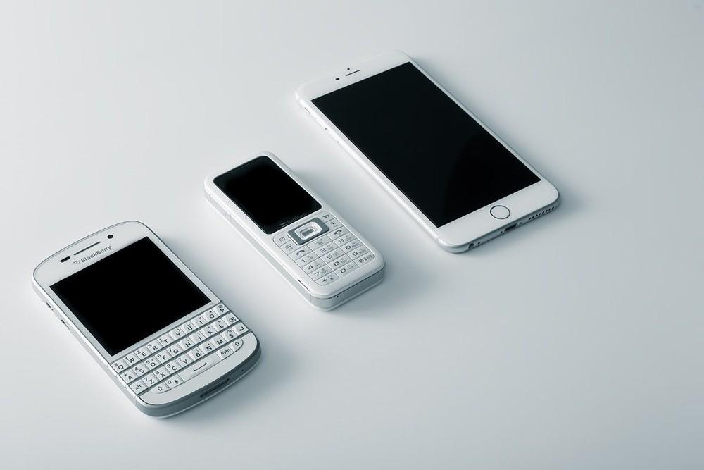 KDDIが営業利益で初のドコモ抜き 携帯電話トップ3社、決算で異変